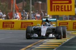 F1 Australia: Mercedes hits twice