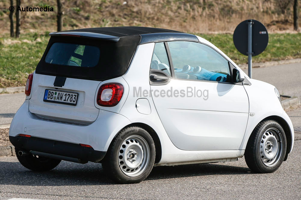 Spy photos: smart ForTwo Cabrio shows its canvas roof