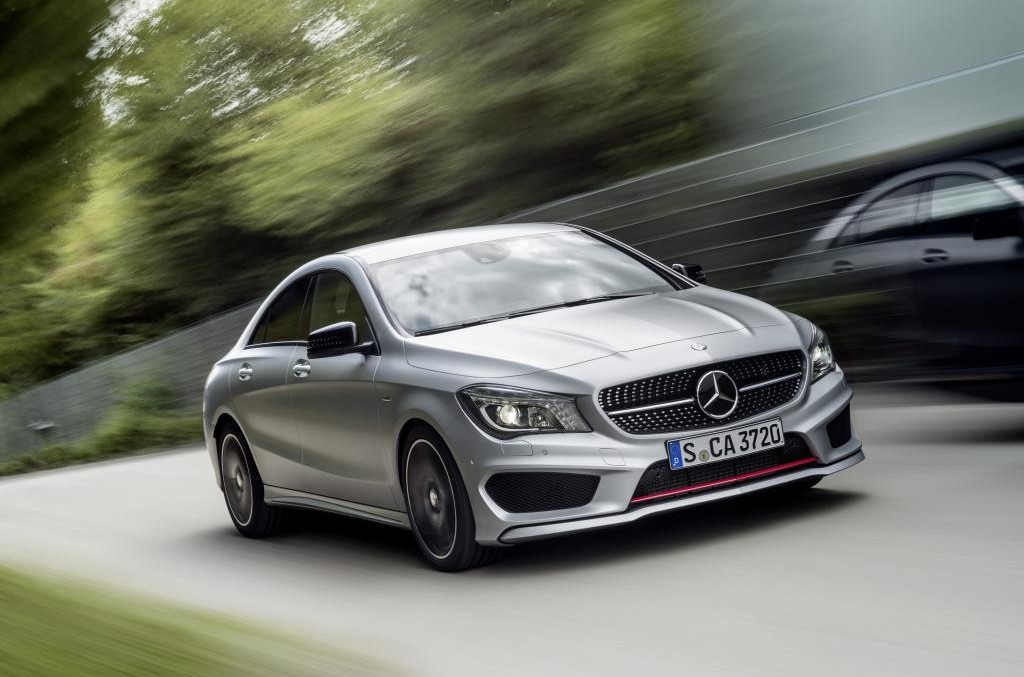 Mercedes-Benz wins five prizes for the four-wheel-drive cars