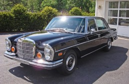 Clint Eastwood donates classic Mercedes