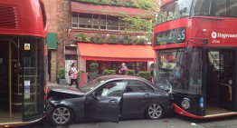 What a tight situation! Mercedes sandwiched by buses in London