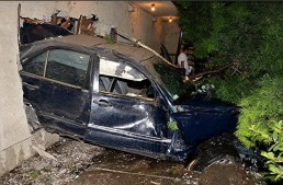 VIDEO. No special effects. Driver plunges into motel