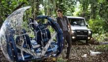 Chris Pratt und die Mercedes-Benz G-Klasse am Set von Jurassic World.  //  Chris Pratt and the Mercedes-Benz G-Class on the set of Jurassic World.