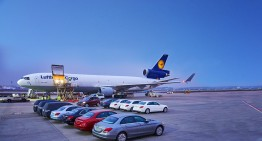 The precious cargo: 20 Mercedes-Benz cars in a plane