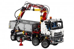 Let's play! Lego builds the Mercedes-Benz Arocs truck