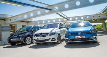 Mercedes B-Class Electric Drive vs BMW i3 and VW e-Golf in Auto motor und Sport match