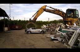 Unbelievable: a Mercedes SLS AMG at junkyard