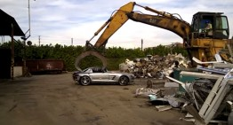 Unbelievable: a Mercedes SLS AMG at junkyard