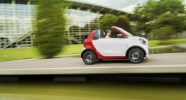 Official: smart fortwo cabrio opens its roof to enjoy the sun