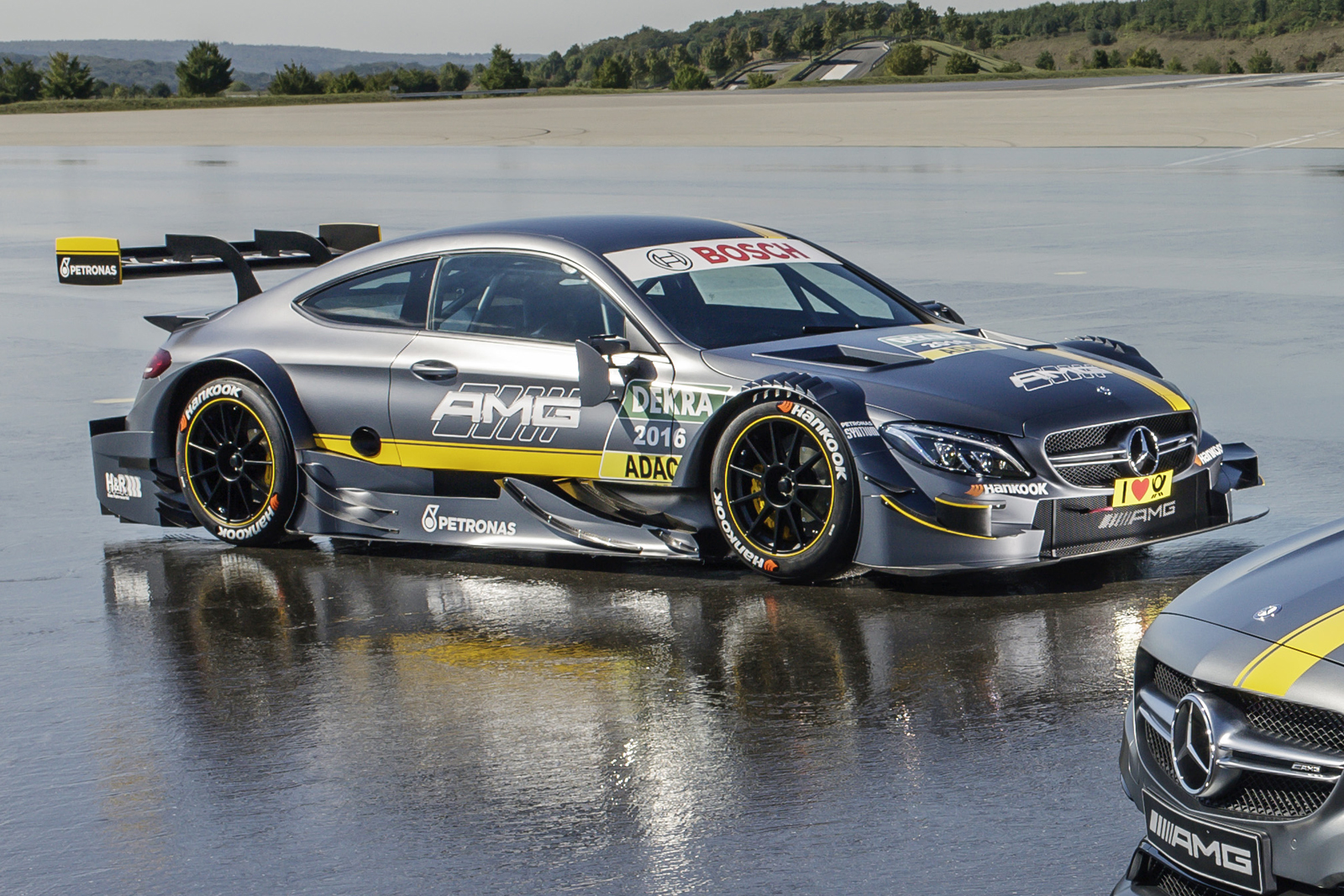 This is it! 2016 Mercedes-AMG C 63 DTM car goes official ...
