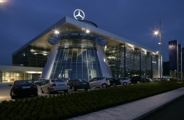 A chance for a better life – Daimler offers internship programs for the refugees