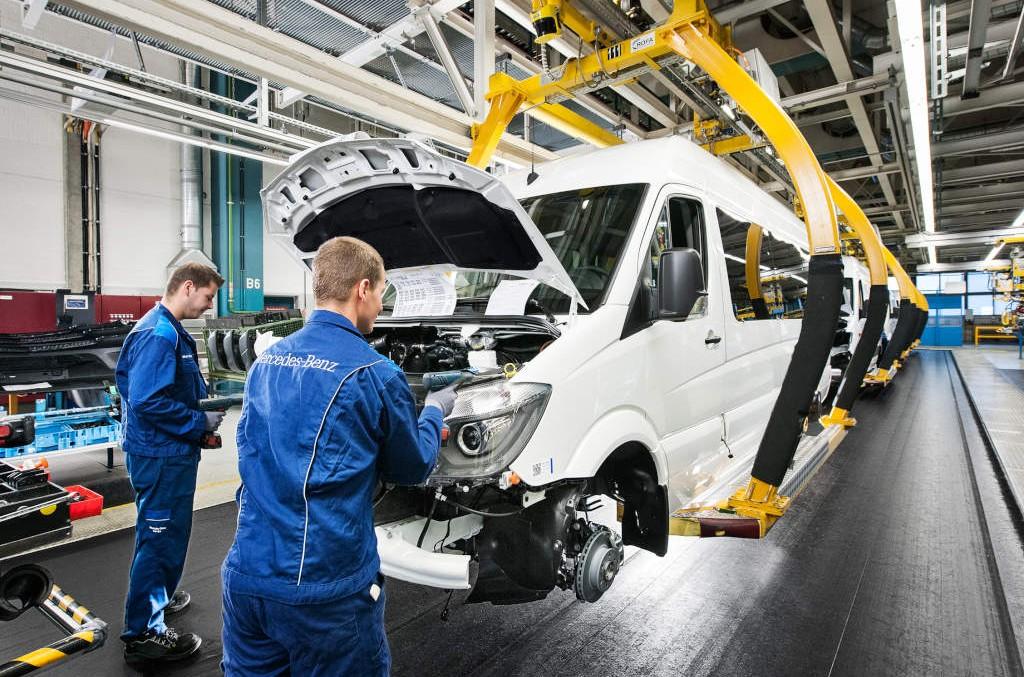 Mercedes welcomes Syrian refugees with internship program