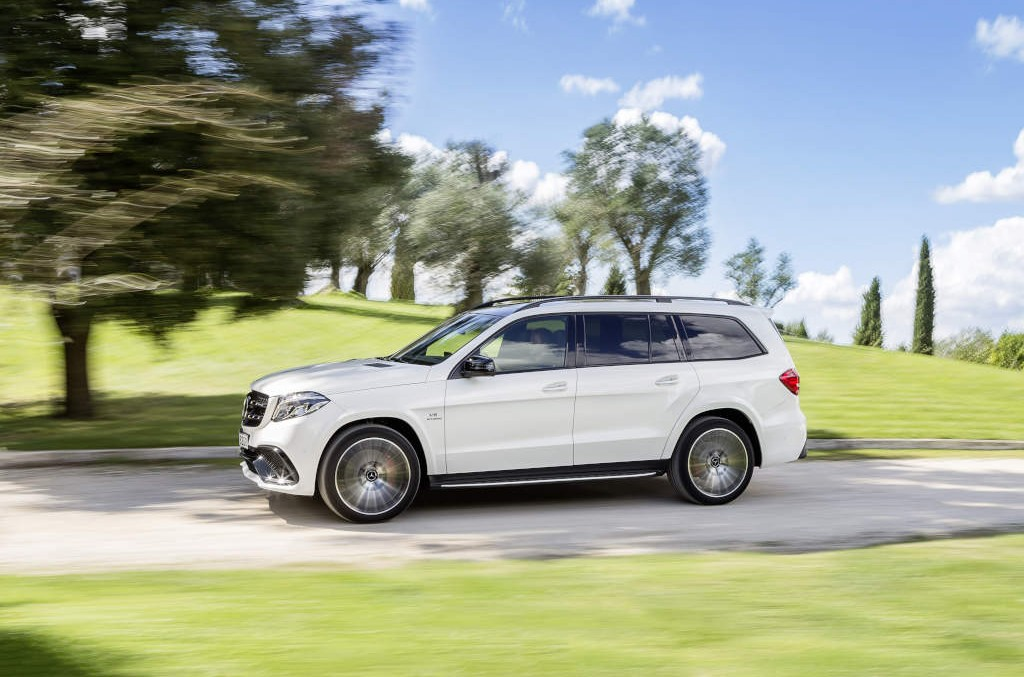 2017 Mercedes GLS detailed in new official pictures & video
