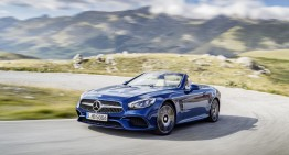 Chasing the sun – First videos ever of the 2016 Mercedes-Benz SL facelift