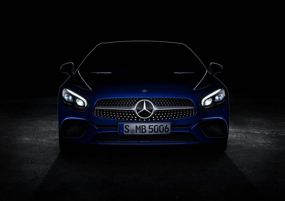 Out of the blue – the Mercedes-Benz SL teased ahead of its debut