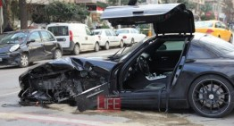 How to send an SLS AMG to the scrap yard – Driver walks away unharmed