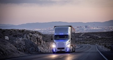 Daimler Trucks wins European Excellence Award 2015