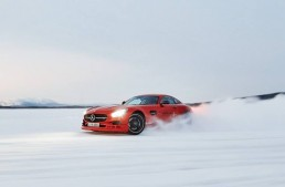 Red and sooo bad! The Mercedes-AMG GT in the snow
