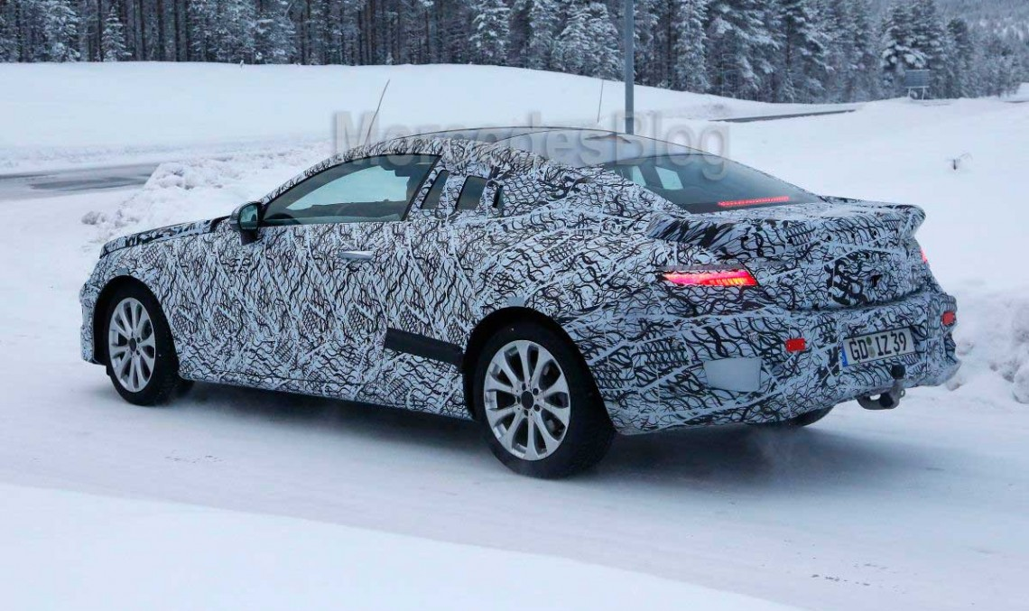 2017 Mercedes E-Class Coupe poses again on video