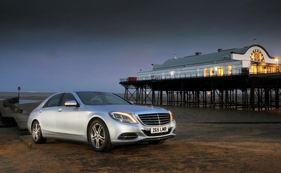 "Mercedes-Benz S-Class is the ""What Car?"" Luxury Car of the Year 2016"