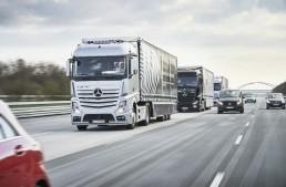 Autonomous Daimler trucks convoy drives through Europe
