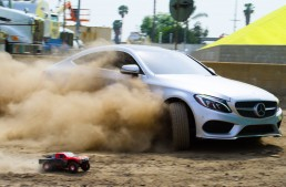 The ultimate race! The C-Class Coupe races Parkour athlete and toy car