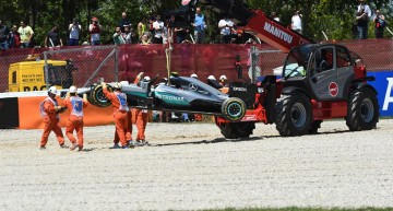 Drama in Barcelona for Mercedes-AMG PETRONAS! Both drivers out after start
