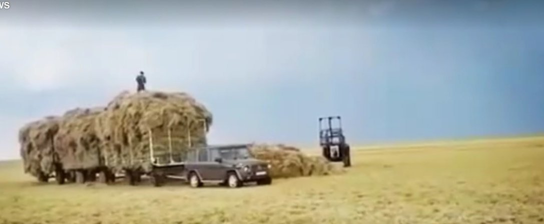 New perspective on off-road aventure – G-Class tows hay trailers