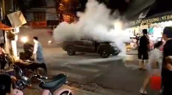 Bad tuning? Mercedes-Benz GL450 catches fire out of the blue