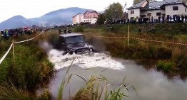 Sanity gone down the drain in Ukraine! Driver tries to smash a Mercedes G63 AMG in the off-road