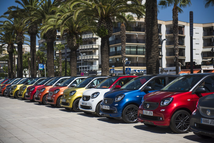 The smart parade: almost 3000 smart fans celebrated in Spain