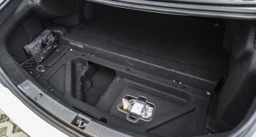Mercedes E 350 e compartment under the boot floor