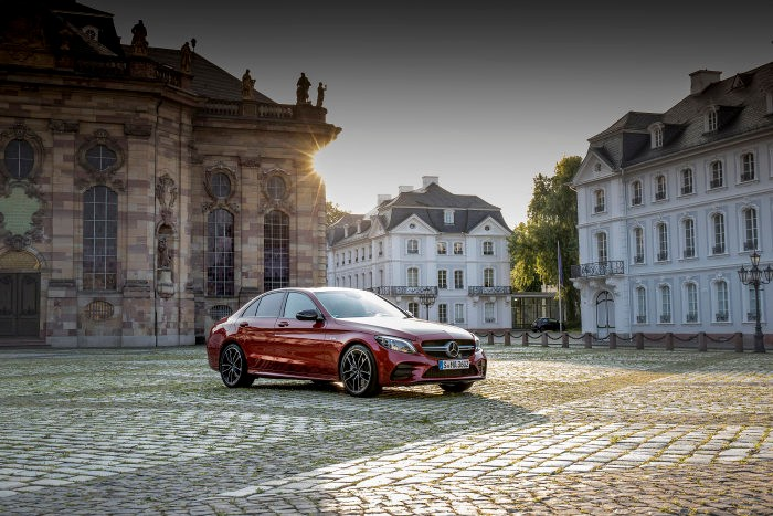 The Mercedes-AMG C 43 4MATIC get extensive facelift