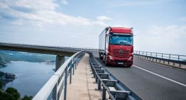 This is the new Mercedes-Benz Actros, first truck with no side mirrors!