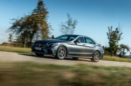 Diesel hybrid: 306 hp Mercedes C 300 de mixes hybrid and diesel advantages