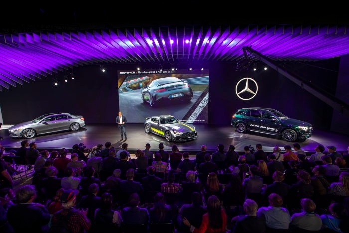 Los Angeles LIVE – Mercedes-Benz Cars at the last motor show of the year