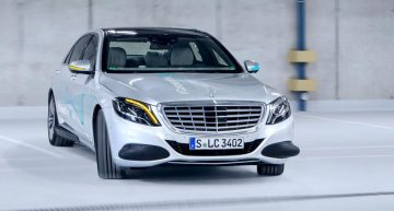 "Co-operative Car – Mercedes-Benz shows how cars ""talk"" to pedestrians"