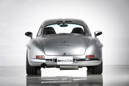 Mercedes-Benz 300 SL Gullwing restored by AMG