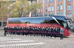 A bus for beauties – The girls competing in Miss France travel by Setra