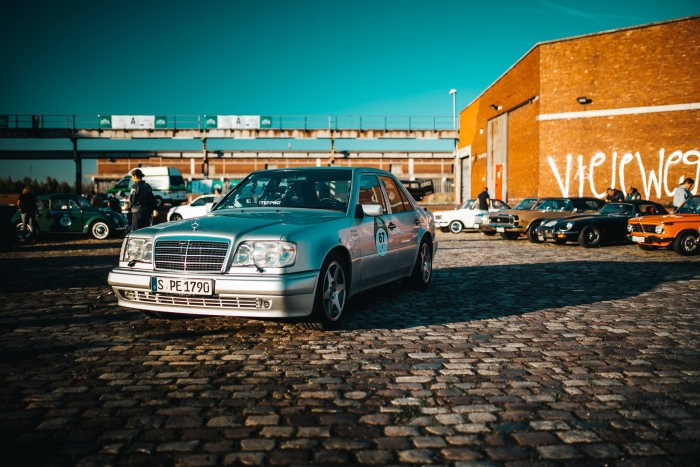 Mercedes-Benz E 500 – Happy double-anniversary to the high-performance saloon!