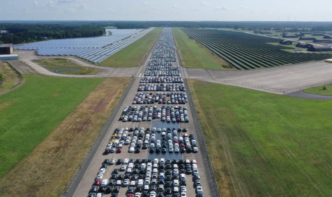 More than 10,000 Mercedes-Benz cars in one place. Where is that? VIDEO