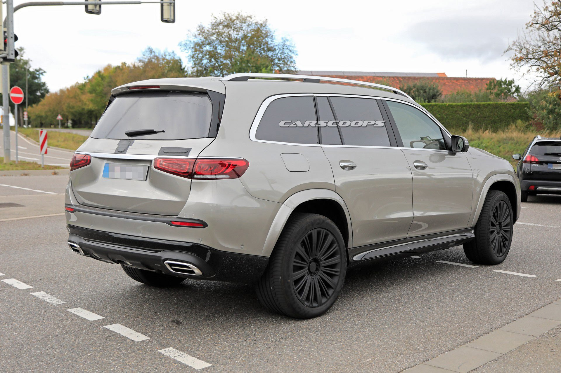 Range Rover Killer Mercedes Maybach Gls Spied Virtually Undisguised Mercedesblog