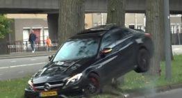 Drift fail – Mercedes-AMG C63 ends up hitting a tree