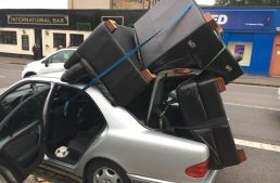 Workhorse – Driver transports three armchairs with his Mercedes