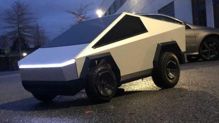 Miniture Tesla Cybertruck (9)