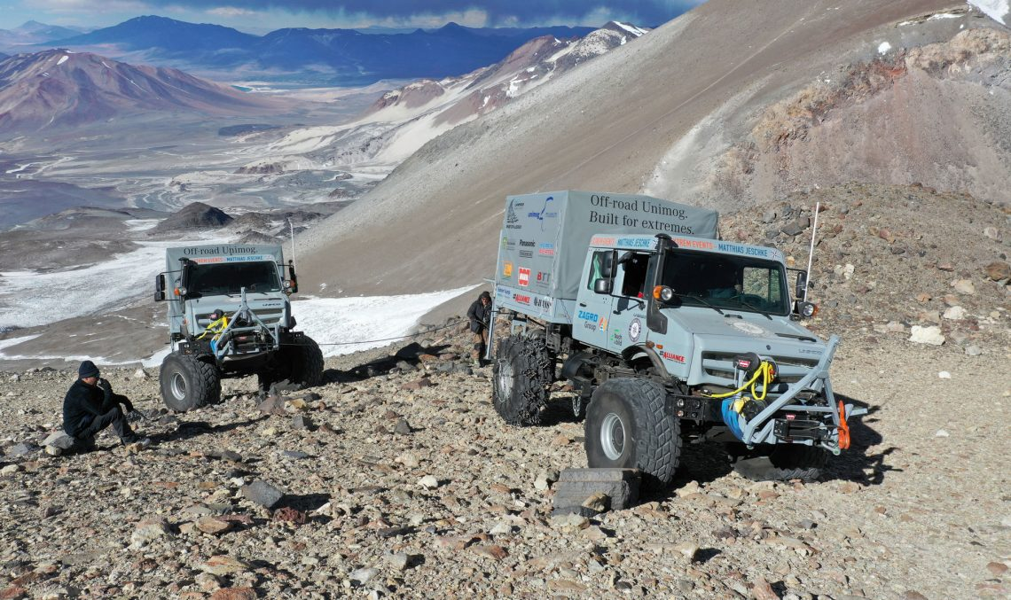 Ground-breaking record-breaking for the Mercedes-Benz Unimog, up the volcano