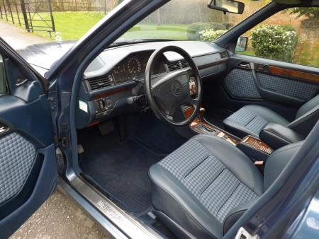 Mr. Bean Mercedes-Benz E 500 W124 (1)