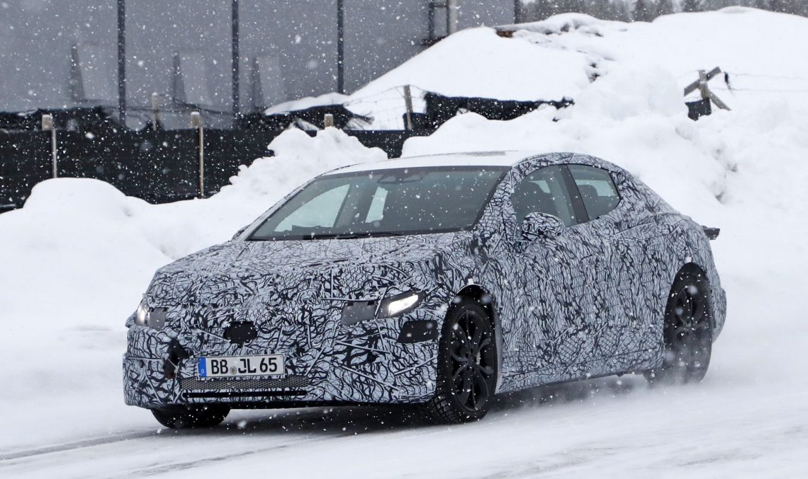 Electric Mercedes-Benz EQE and EQS, spied on video