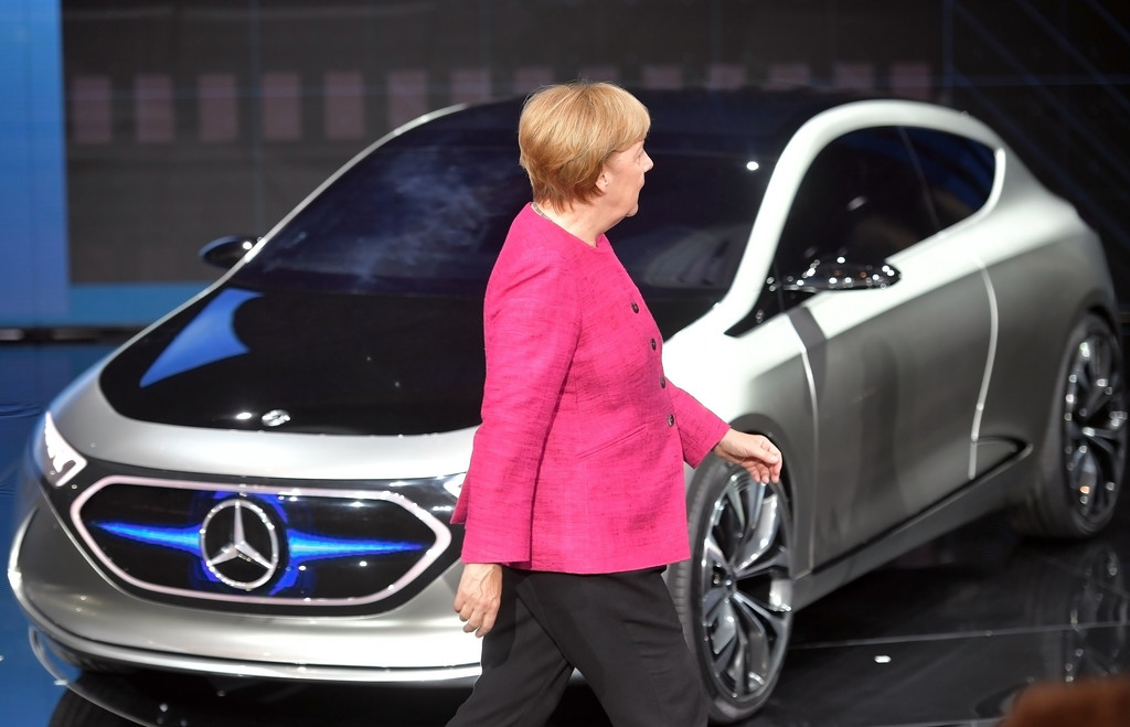 Merkel and the German car companies decide how to fight the coronavirus crisis