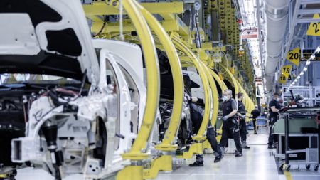Mercedes-Benz resuming production (1)